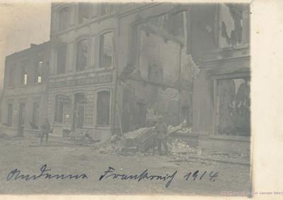 Le quartier de la gare à Seilles dévasté par les incendies.