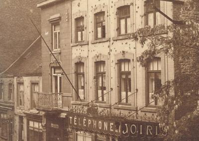 Photo de la rue Brun avec, à gauche, la maison du docteur Camus.